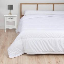 Couette de lit 100 % Microfibre avec garnissage fibre silicones 100 % Recyclées.